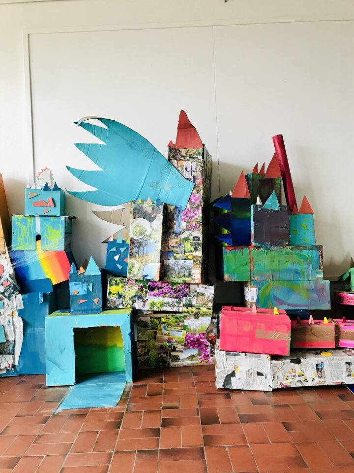 Kartondrache. Kartondrachen-Bau mit David Zehnder & Geraldine Honauer